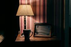 Lampe avec la peinture photographie stock libre de droits