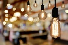Lampe d'éclairage de vintage dans le café de restaurant Images stock