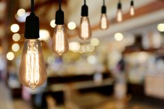 Lampe d'éclairage de vintage dans le café de restaurant Photo libre de droits