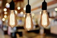 Lampe d'éclairage de vintage dans le café de restaurant Photographie stock libre de droits