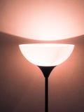 Lampe dans le mur blanc Photographie stock libre de droits