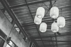 Lampe dans une salle foncée Photographie stock