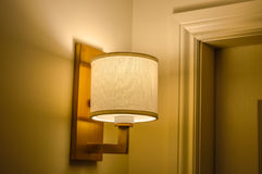 Lampe de mur dans l'ombre Images stock