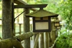 Lampe de Mystererious dans le jardin photo libre de droits