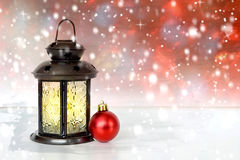 Lampe de Noël et boule de Noël Photographie stock