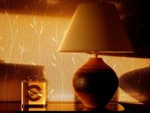 Lampe de Tableau, avec la lumière du soleil de soirée Photos stock