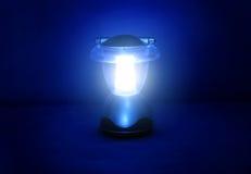 Lampe in der Dunkelheit Lizenzfreie Stockfotos