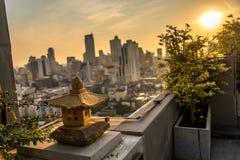 Lampe an der Spitze der Gebäude Lizenzfreies Stockfoto