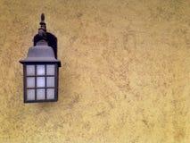 Lampe an einem heißen sonnigen Tag lizenzfreie stockfotografie