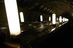 Lampe in einer Rolltreppe von Moskau stockfotos