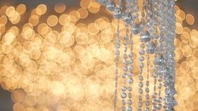 Lampe en cristal de strass au-dessus de conception intérieure de luxe de fond clair chaud clips vidéos