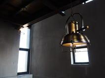 Lampe hängt am Dach Lizenzfreies Stockbild