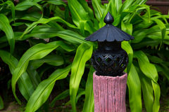 Lampe im Garten Stockfotografie