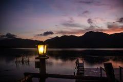 Lampe im See Stockfotografie