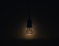 Lampe légère dans une chambre noire Photo libre de droits