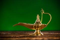 Lampe magique d'Aladdin avec de la fumée Photos stock