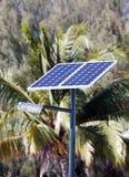 Lampe mit der Solarbatterie in den Tropen Stockbilder