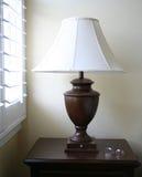 Lampe mit Gläsern Stockfotos