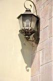 Lampe mit Schatten auf Wand Lizenzfreies Stockfoto