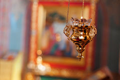Lampe orthodoxe d'icône Huile d'église Attribut d'église Église de pied de lampe Christianisme et foi Temple religieux Prière et Photos stock