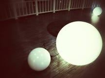 Lampe ronde sur le plancher Photographie stock libre de droits
