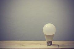 Lampe sitzen hier allein auf Bretterböden Lizenzfreies Stockbild