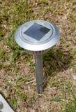 Lampe solaire dans le jardin photographie stock