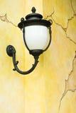 Lampe sur le mur Photographie stock libre de droits