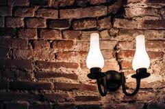 Lampe sur un mur de briques Photo libre de droits