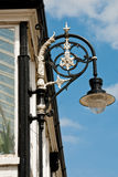 Lampe sur un vieux pavillon Photos libres de droits