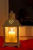 Lampe sur un windowsill Photos libres de droits