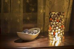 Lampe tiffany colorée avec l'interieur Photographie stock
