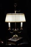 Lampe u. Buch Stockfotos