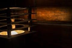 Lampe und Licht in der Dunkelheit Lizenzfreies Stockfoto