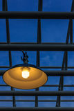 Lampe und metallische Rohre Lizenzfreie Stockbilder