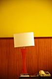 Lampe und Schreibtisch stockfoto