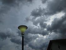 Lampe und Sturm Lizenzfreie Stockfotografie