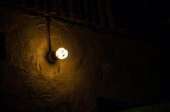 Lampe und Wand Stockfotos