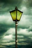 Lampe und Wolken Stockfotos