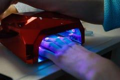 Lampe UV pour des clous Photos libres de droits