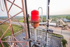 Lampeggiante sulla torre radiofonica. Fotografia Stock