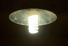 Lampekap met heldere energie - besparingslamp stock foto