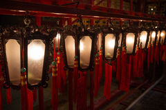 Lampen bij de Man Mo Temple in Hong Kong Stock Afbeeldingen