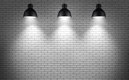 Lampen an der Backsteinmauer Stockfotos
