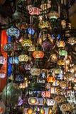 Lampen des mehrfarbigen Glasmarktes in Istanbul, die Türkei stockfoto