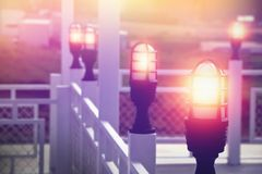 Lampen im Freien auf Restaurantterrasse Lizenzfreies Stockbild