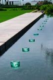 Lampen im Teich Stockfotos