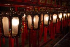 Lampen am Mann Mo Temple in Hong Kong Stockbilder