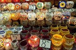 Lampen op vertoning bij Behandelde Bazaar, Istanboel Stock Foto