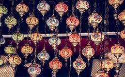 Lampen van de mozaïek de kleurrijke Ottomane in Bazaar royalty-vrije stock foto